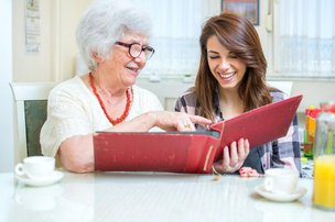 5 Tips for Encouraging Socialisation for Someone with Dementia