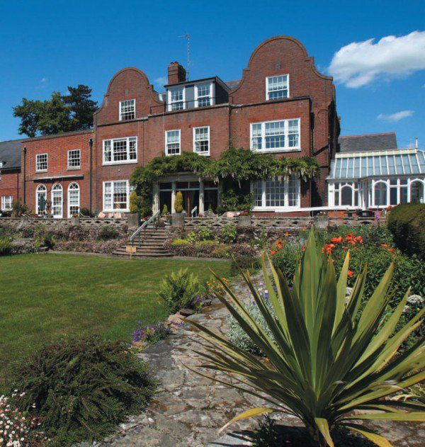 Broadlands Care Home in Oulton Broad exterior of the home with garden