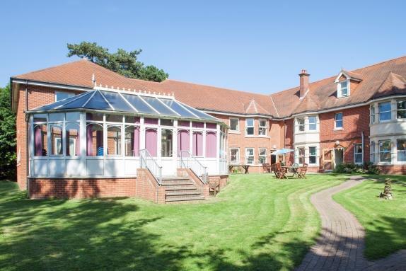 Cams Ridge Nursing Home in Fareham exterior of home with garden