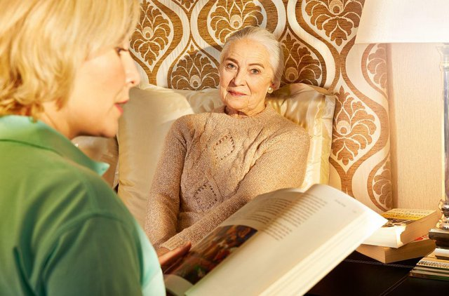 Cera Home Care lady reading to elderly lady