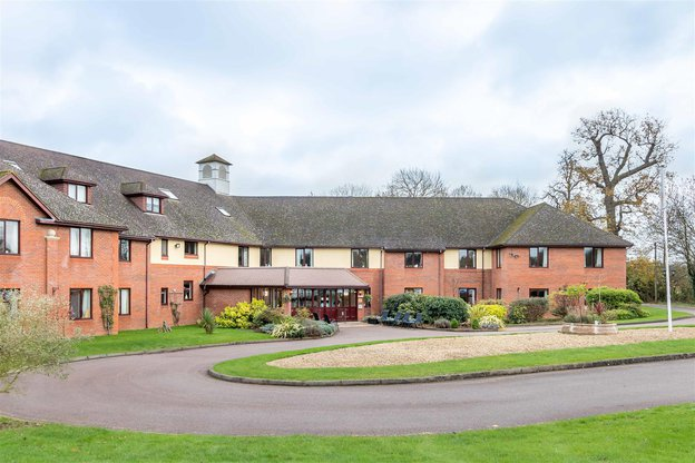 Chalfont Lodge Nursing Home in Chalfont St Peter exterior of home