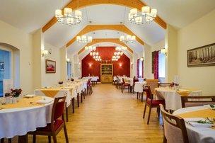 Dinning Room in Oak Lodge Nursing Home