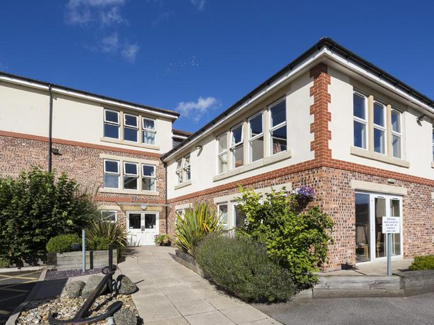 Front Exterior of Scarborough Hall Care Home