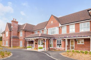 Gracewell of Adderbury Nursing Home in Banbury front exterior of home