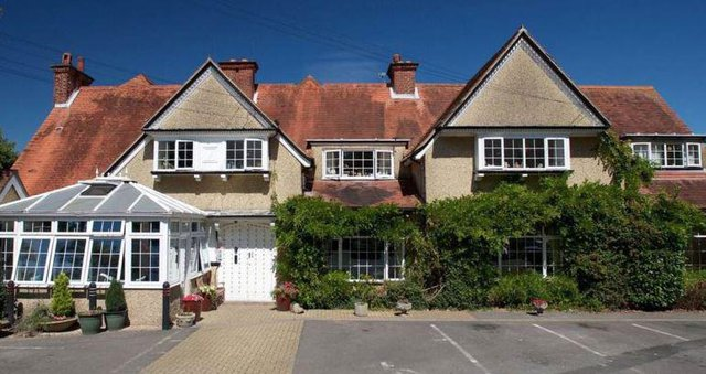Hartwell Lodge Nursing Home in Fareham front exterior with parking