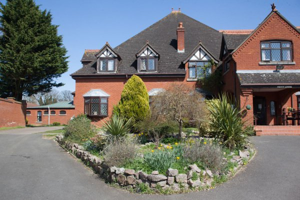 Heath Lodge Care Home in Welwyn exterior of home