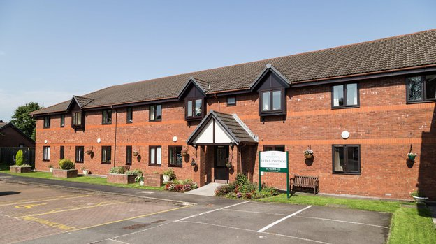 Llys-Y-Tywysog Care Home in Grovesend exterior of home