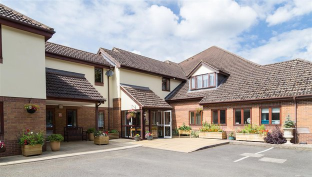 Overslade House Nursing Home in Rugby exterior of home