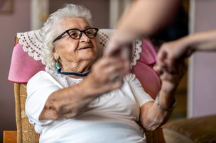 When Should Someone With Dementia Move Into a Care Home?