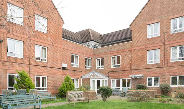 Link House Nursing Home in Raynes Park