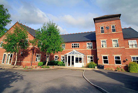 Miranda House Nursing Home in Swindon front exterior of home
