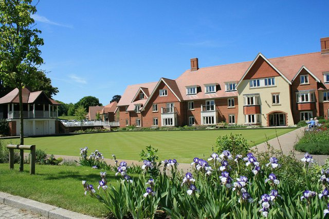 Richmond Village Letcombe Regis - Nursing Home exterior of the home with garden