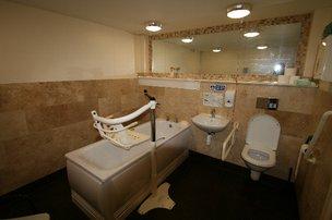 The Friendly Inn Bathroom