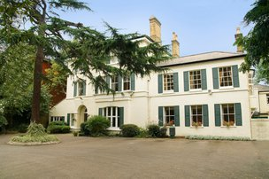 The Pines Nursing Home in Wandsworth exterior of home